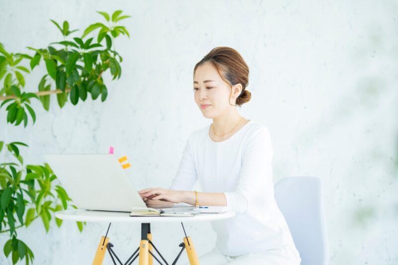 【2021年版】はじめやすい副業は?在宅・対面でできるおすすめ副業10選