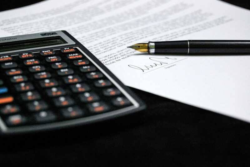 【必須】個人事業主が知っておくべき源泉徴収の話とは?計算方法も解説